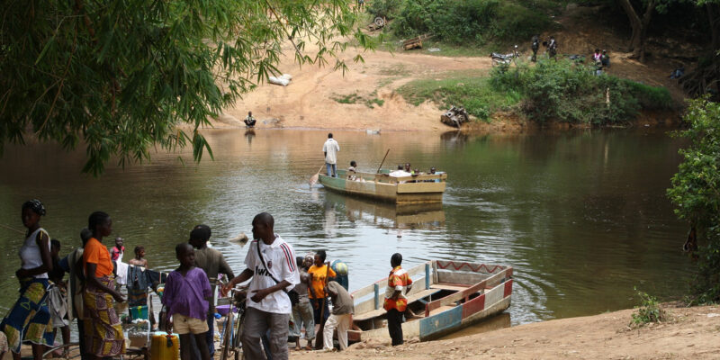 Families crossing the border from the Ivory Coast to Liberia on boats with their belongings