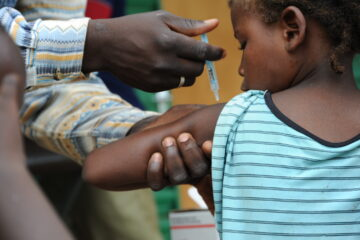 Child receives MenAfriVac™ shot in Burkina Faso