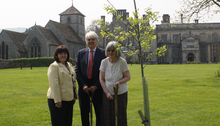 Mary Jo Jacobi, Chair of the Sir Heinz Koeppler Trust, Richard Burge and Judith Kirby (niece of Heinz Koeppler)