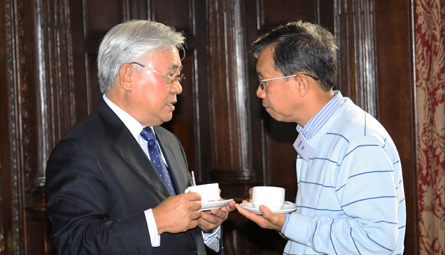 Serge Pun, Chairman, Serge Pun and Associates (SPA) Myanmar (left) and Dr Thin Maung Than, Director of Training and Communication, Centre for Economic and Social Development, Myanmar Development Resource Centre